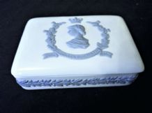 VINTAGE WEDGWOOD QUEENSWARE CHINA OBLONG TRINKET BOX & LID 1953 CORONATION ERII